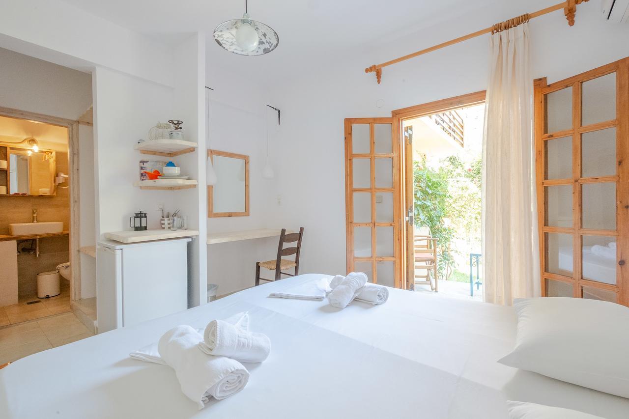 Irtakina Apartments Sougia