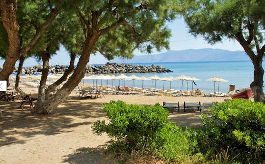 Kastelli-Kissamos has many sandy beaches protected by Kissamos Bay