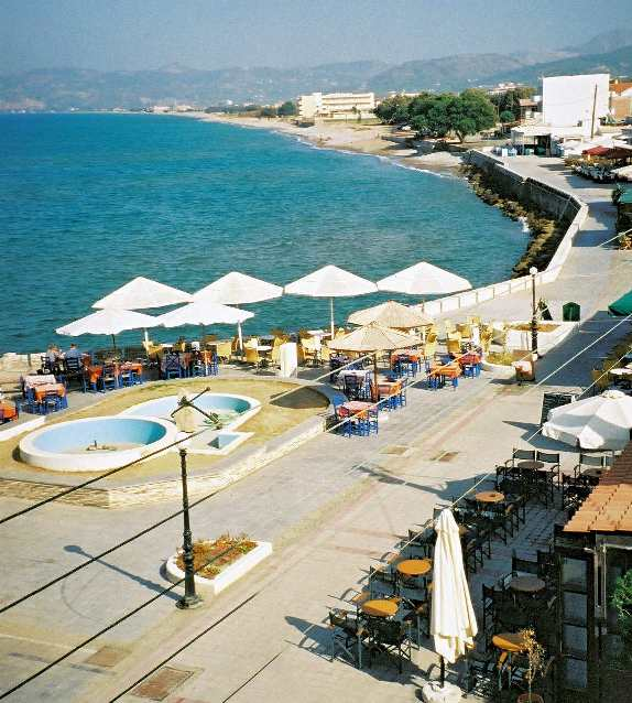Promenade of Kastelli Kissamos next to the bay