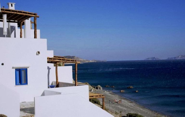 Kionia Apartments, on Agia Fotini Beach in Crete