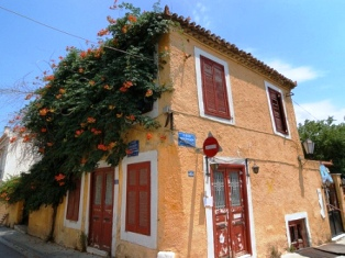 Plaka at the base of the Acropolis - ochre coloured village home (image by Rosino)