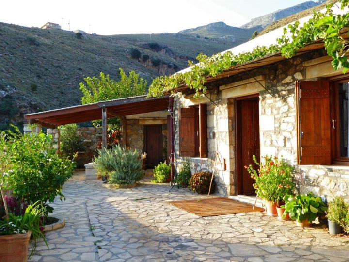 Mariou House is a traditional Cretan house just outside the small village of Mariou near Plakias in Crete