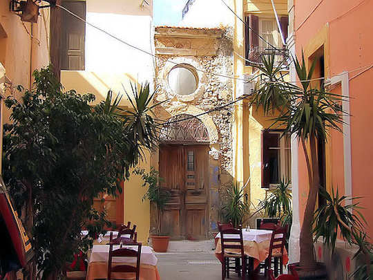 Enjoy stylish modern cafes in the narrow historic laneways of Old Rethymnon Town (image by Michael Brys)