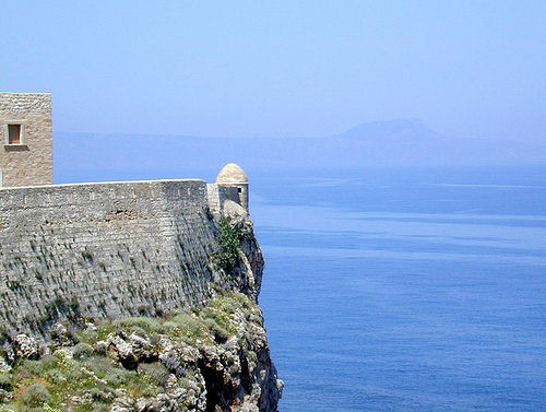 Fortezza at Rethymnon - overlooking the blue Mediterranean (image by dalbera)