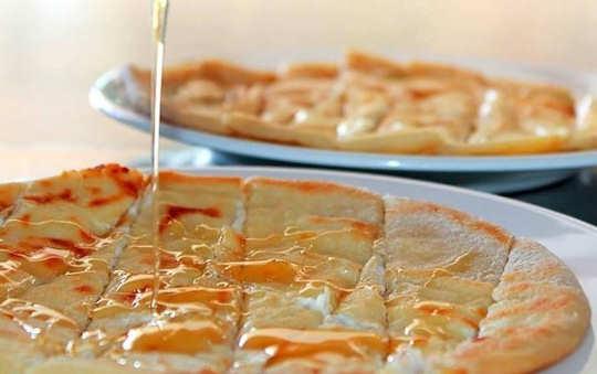 Σφακιανή Πίτα - Sfakian Pie - like a yummy pancake with local honey