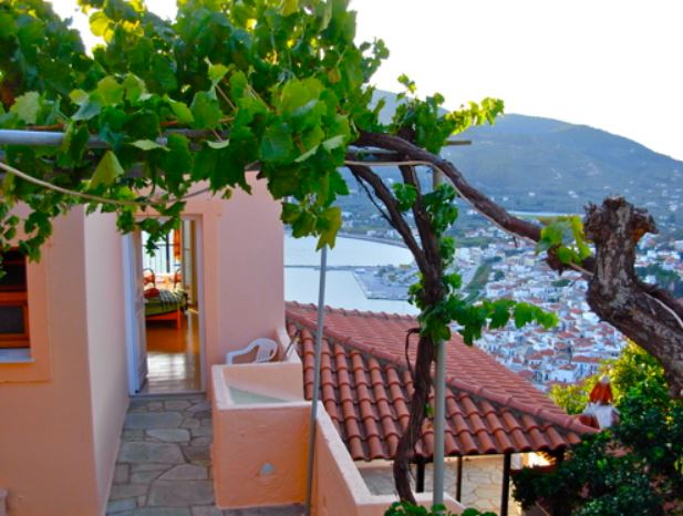Accommodation for Mia Muse Workshop is uplifting with views over Skopelos Town