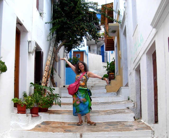 Exploring Skopelos Town - whitewashed buildings and pretty laneways