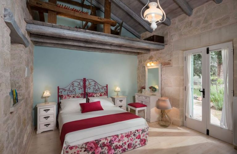 Villa Petra, Maza Apokoronas near Georgioupolis - this is one of the beautifully decorated bedrooms